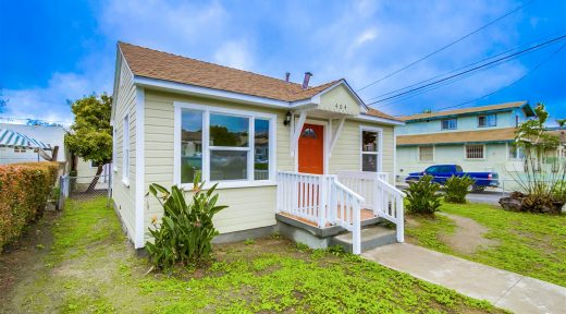 404 Milbrae Street, a duplex sold in Mountainview